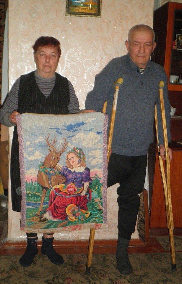 В Николаеве пожилая пара продала на аукционе вышитую картину, чтобы помочь бойцам АТО (ФОТОФАКТ) (фото) - фото 1