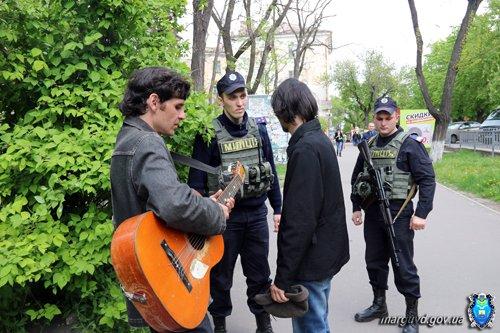 Милиция Мариуполя провела работу с попрошайками в центре города (ФОТО), фото-2