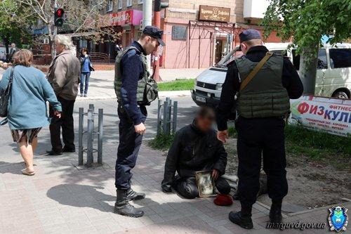 Милиция Мариуполя провела работу с попрошайками в центре города (ФОТО), фото-3