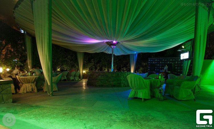 Открылась летняя плoщадка Zebra lounge bar (фото) - фото 2