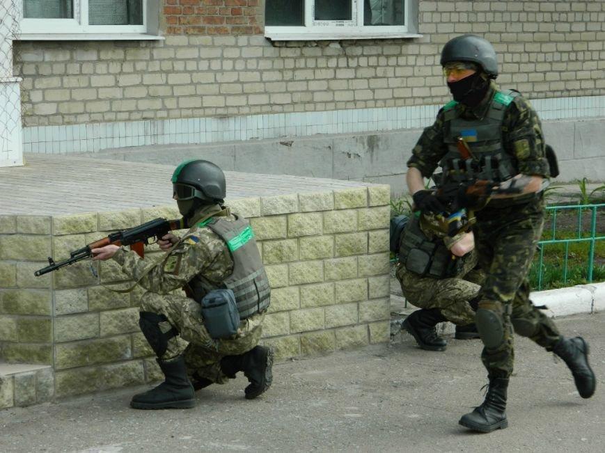 Украинские военные защищают Артемовск и продолжают учения (фото) - фото 5