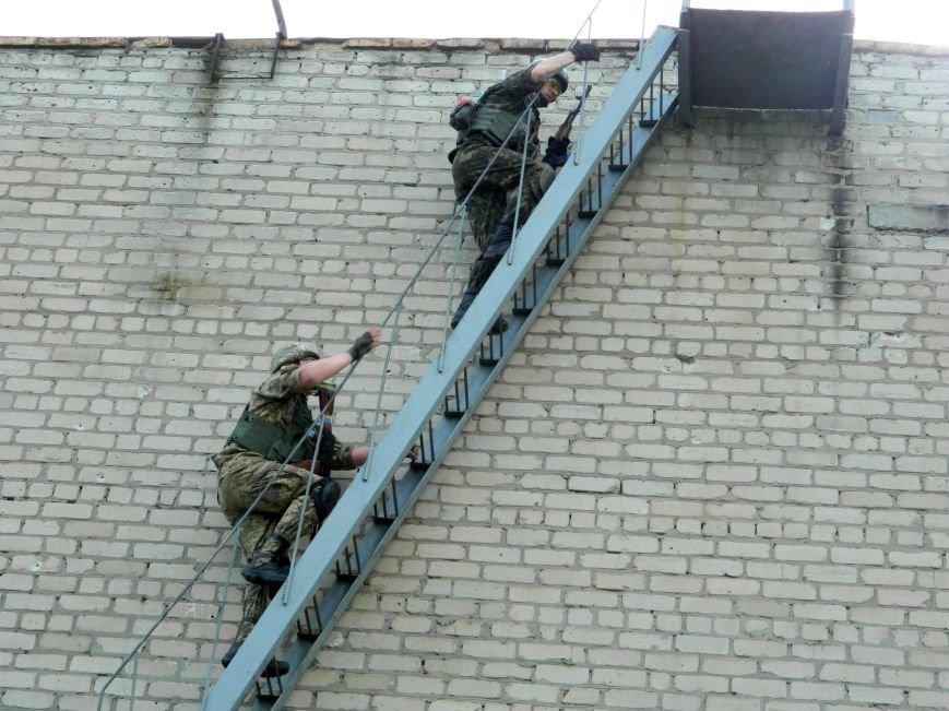 Украинские военные защищают Артемовск и продолжают учения (фото) - фото 2