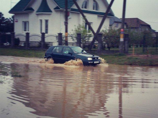 В Гродно сильный дождь за сутки подтопил 5 домов, 8 подворий и одно СТО (фото) - фото 2