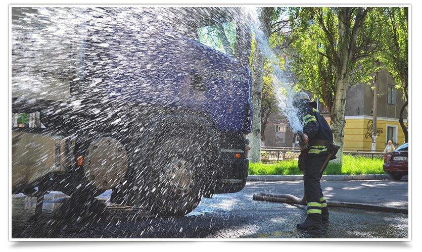 Потоки солярки в центре Славянска: фура попала в люк (фото) - фото 6
