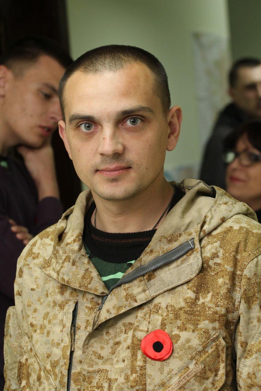 В Днепропетровск ночью приехали трое освобожденных пленных (ФОТОРЕПОРТАЖ) (фото) - фото 4