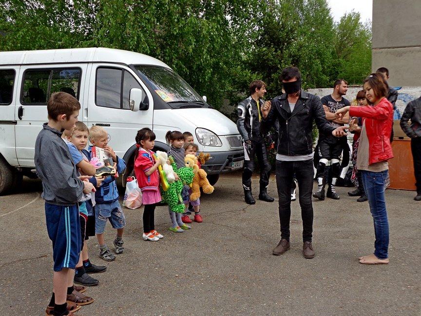 Байкеры покатали на мотоциклах ребятишек из Центра адаптации несовершеннолетних, фото-1