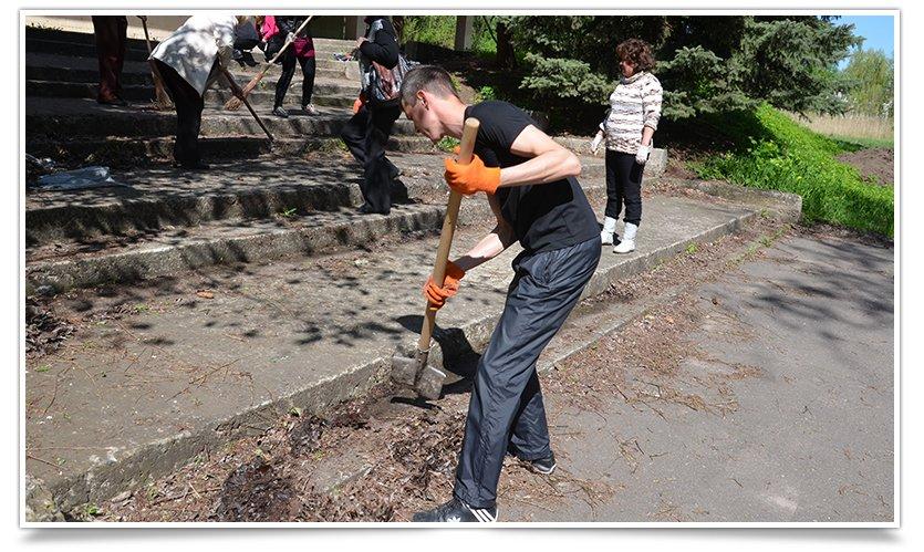 Работники культуры Славянска сегодня вышли на субботник (фото) - фото 7