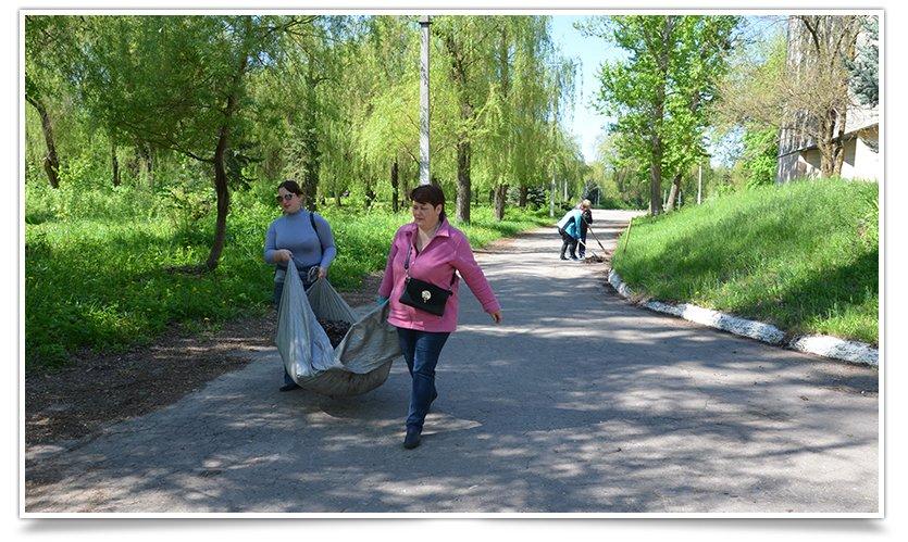 Работники культуры Славянска сегодня вышли на субботник (фото) - фото 8