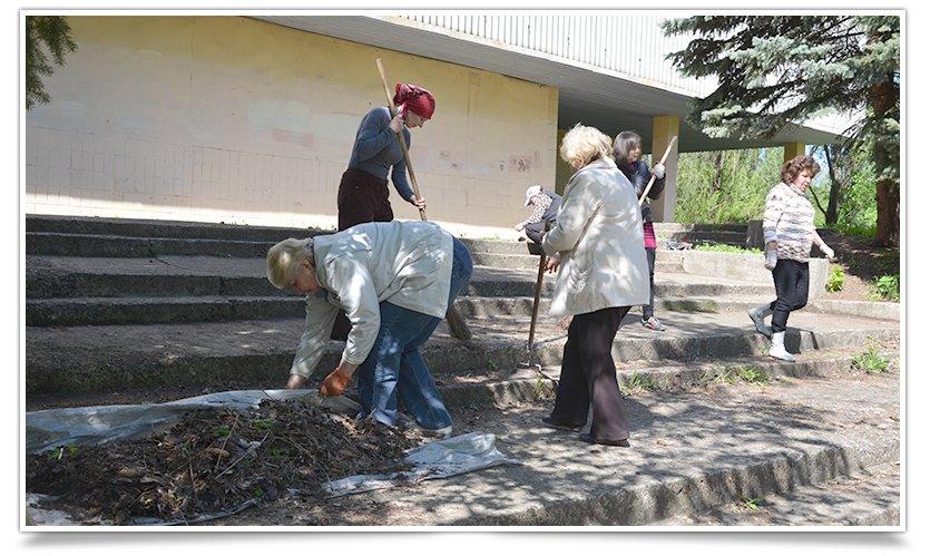 Работники культуры Славянска сегодня вышли на субботник (фото) - фото 6