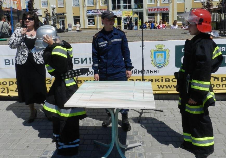 «Азбука безопасности»  - это праздник для маленьких херсонцев (фото) (фото) - фото 2