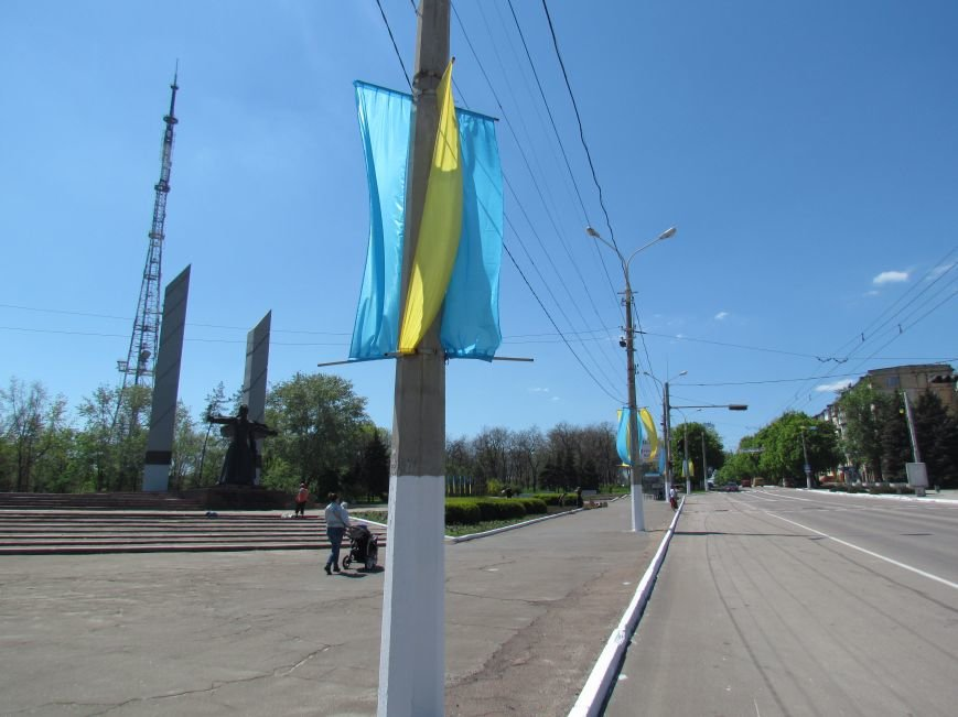 В Мариуполе к 9 мая увеличилось количество государственной символики Украины (ФОТОФАКТ), фото-3