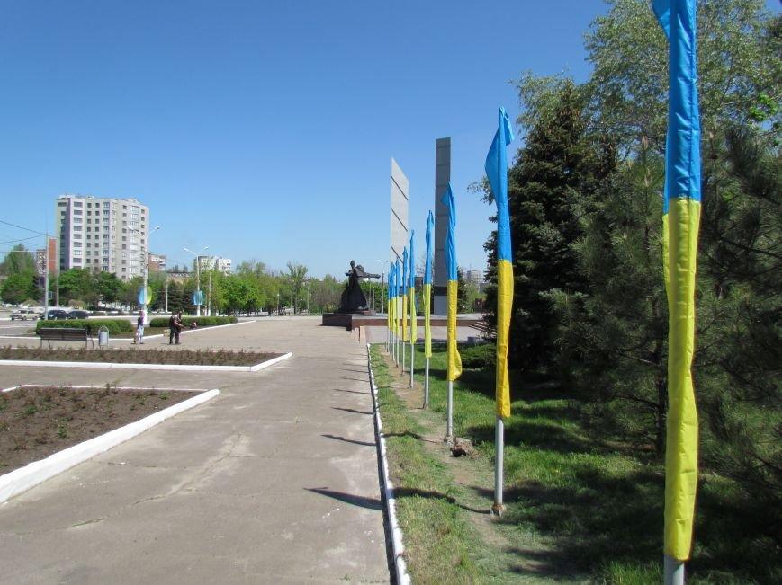 В Мариуполе к 9 мая увеличилось количество государственной символики Украины (ФОТОФАКТ), фото-5