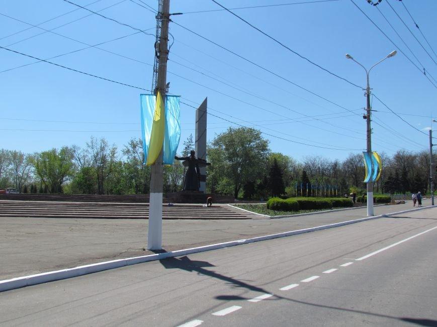 В Мариуполе к 9 мая увеличилось количество государственной символики Украины (ФОТОФАКТ), фото-2