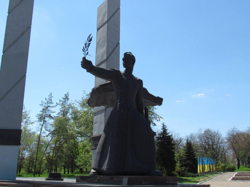 В Мариуполе к 9 мая увеличилось количество государственной символики Украины (ФОТОФАКТ), фото-6
