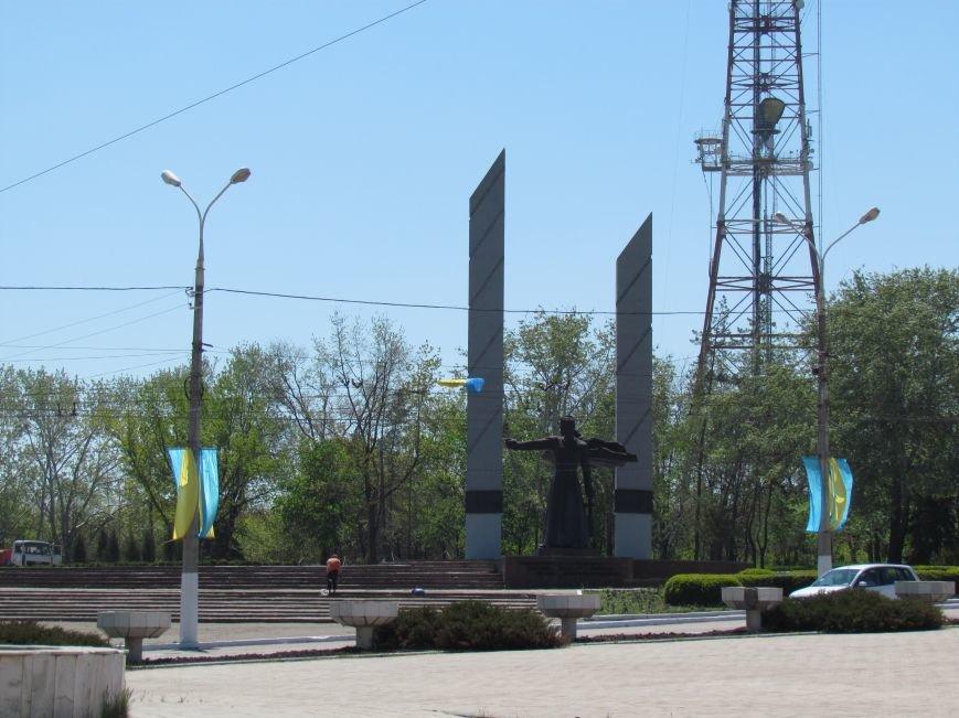 В Мариуполе к 9 мая увеличилось количество государственной символики Украины (ФОТОФАКТ), фото-1