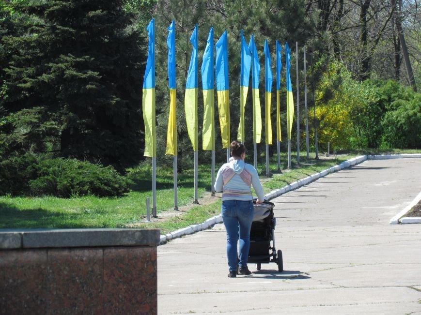 В Мариуполе к 9 мая увеличилось количество государственной символики Украины (ФОТОФАКТ), фото-4