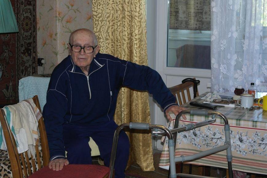 В Красноармейске ко Дню Победы ветераны получили подарки от Красноармейско-Селидовского ОГВК (фото) - фото 6