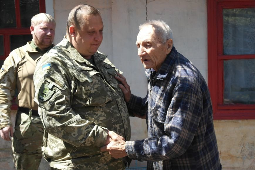 В Красноармейске ко Дню Победы ветераны получили подарки от Красноармейско-Селидовского ОГВК (фото) - фото 11