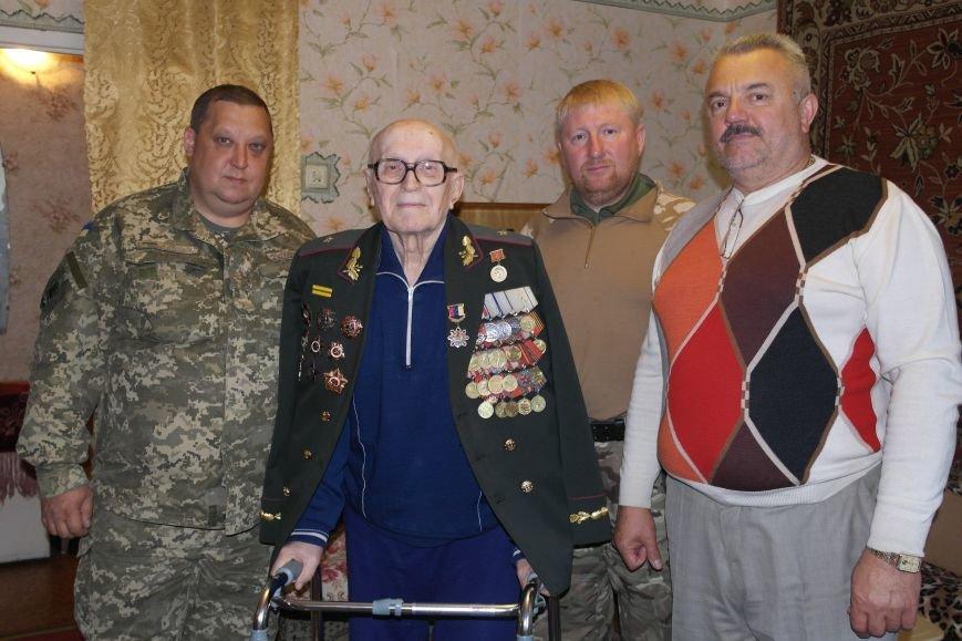 В Красноармейске ко Дню Победы ветераны получили подарки от Красноармейско-Селидовского ОГВК (фото) - фото 8