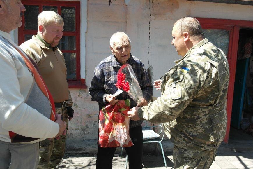 В Красноармейске ко Дню Победы ветераны получили подарки от Красноармейско-Селидовского ОГВК (фото) - фото 10