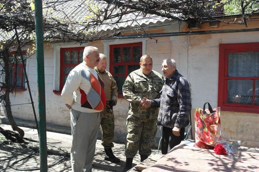 В Красноармейске ко Дню Победы ветераны получили подарки от Красноармейско-Селидовского ОГВК (фото) - фото 12