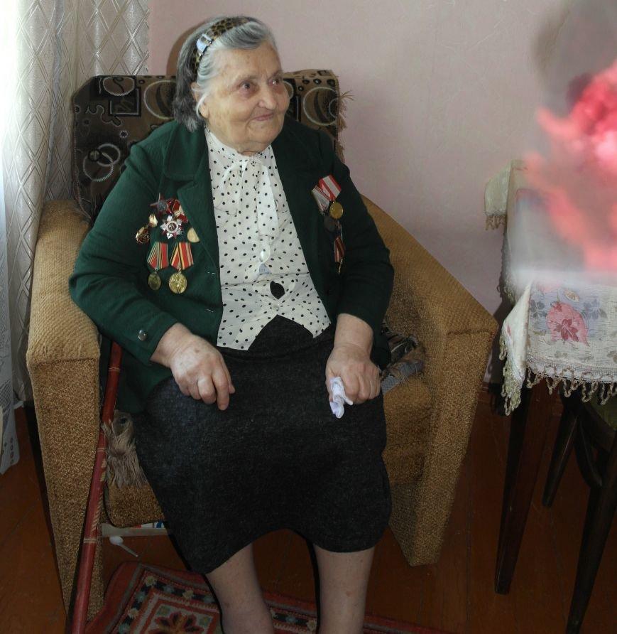 В Красноармейске ко Дню Победы ветераны получили подарки от Красноармейско-Селидовского ОГВК (фото) - фото 5