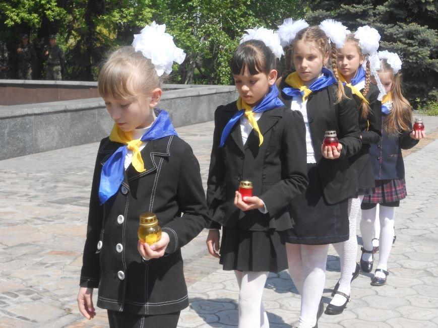 В Днепродзержинске у Мемориала погибшим азотовцам состоялся митинг, посвященный 70-летию Победы (фото) - фото 12