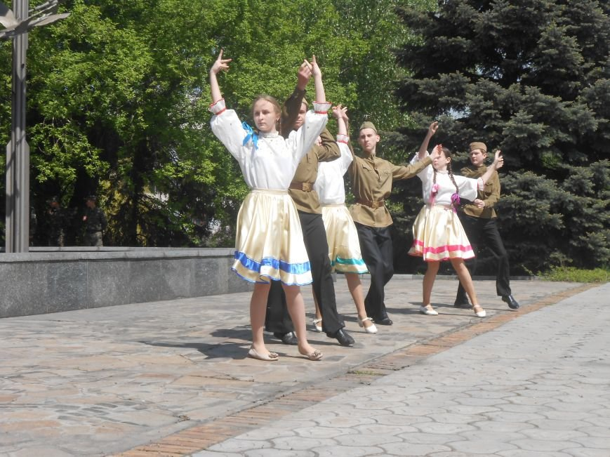 В Днепродзержинске у Мемориала погибшим азотовцам состоялся митинг, посвященный 70-летию Победы (фото) - фото 11
