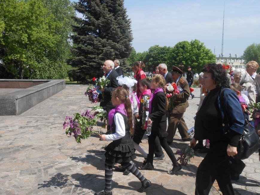 В Днепродзержинске у Мемориала погибшим азотовцам состоялся митинг, посвященный 70-летию Победы (фото) - фото 17
