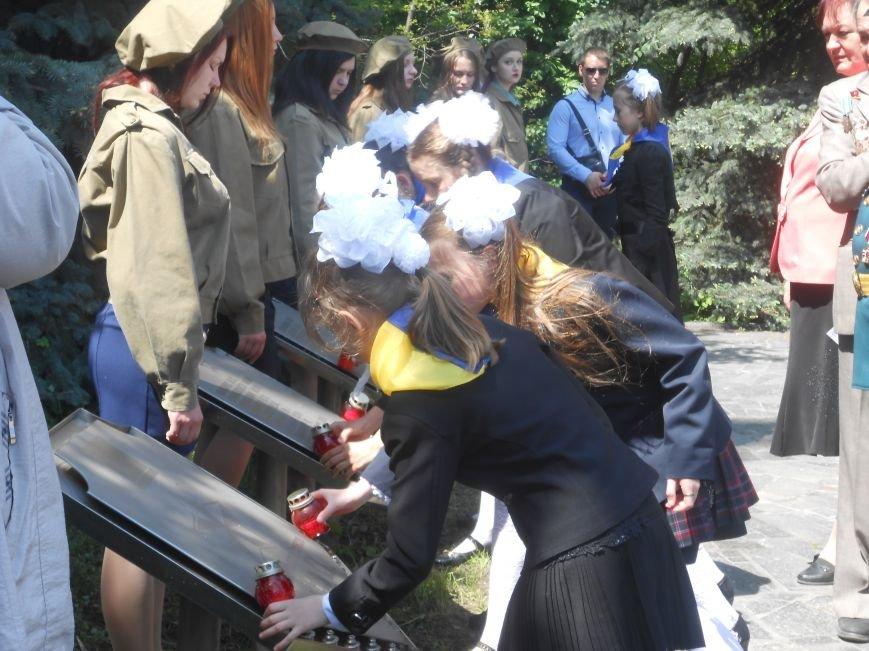В Днепродзержинске у Мемориала погибшим азотовцам состоялся митинг, посвященный 70-летию Победы (фото) - фото 13