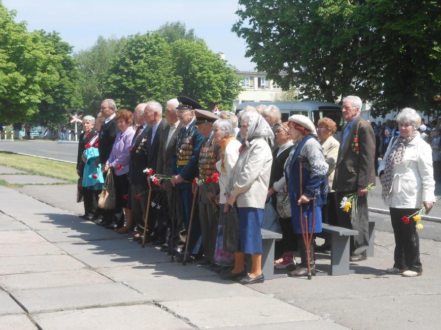 В Днепродзержинске у Мемориала погибшим азотовцам состоялся митинг, посвященный 70-летию Победы (фото) - фото 14