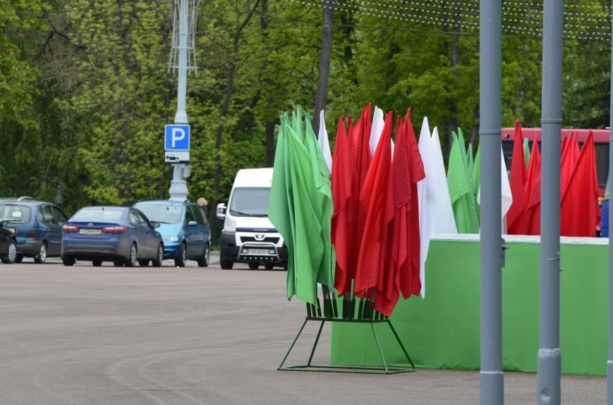 В Гомеле на центральной площади вовсю идет подготовка к праздничному концерту на 9 мая, фото-6