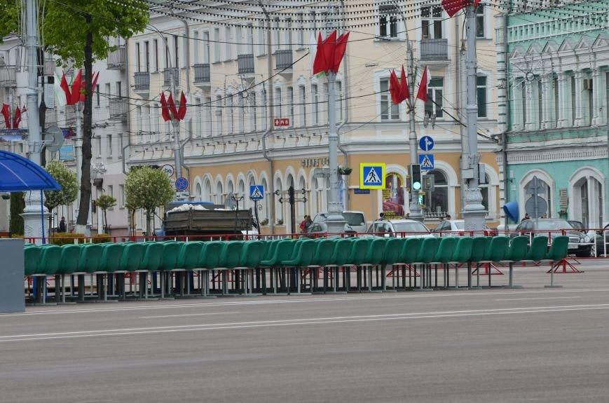 В Гомеле на центральной площади вовсю идет подготовка к праздничному концерту на 9 мая, фото-3