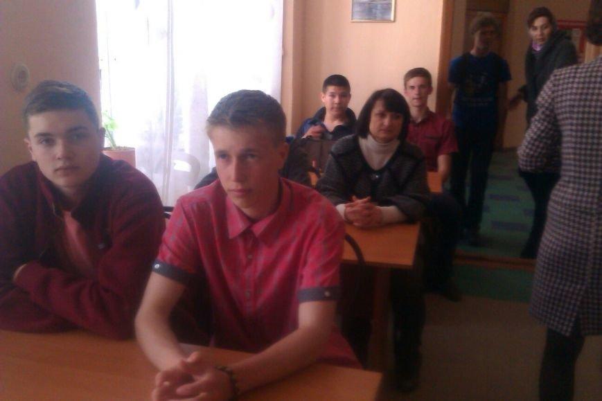 Днепродзержинским студентам представили книгу «Город Днепродзержинск в годы войны 1941-1945» (фото) - фото 4