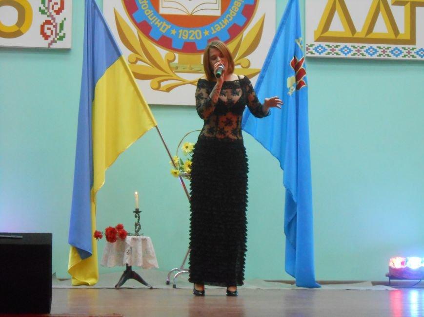 В Днепродзержинском государственном техническом университете состоялся концерт, посвященный Дню Победы (фото) - фото 7