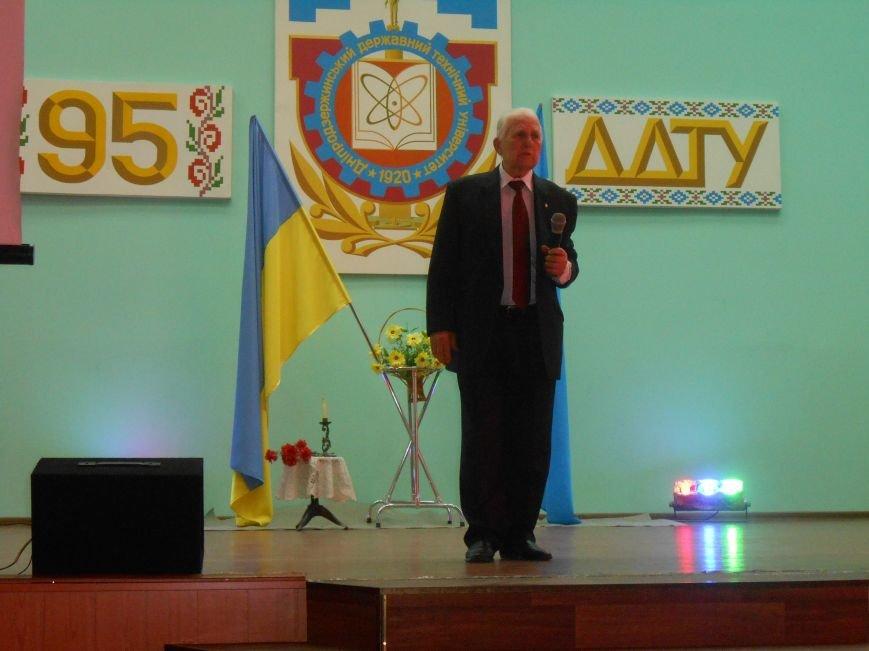 В Днепродзержинском государственном техническом университете состоялся концерт, посвященный Дню Победы (фото) - фото 1