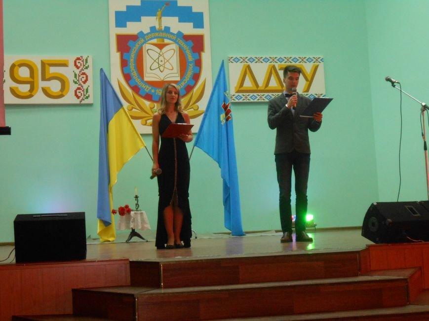 В Днепродзержинском государственном техническом университете состоялся концерт, посвященный Дню Победы (фото) - фото 2