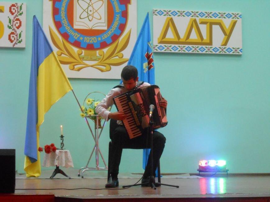 В Днепродзержинском государственном техническом университете состоялся концерт, посвященный Дню Победы (фото) - фото 5
