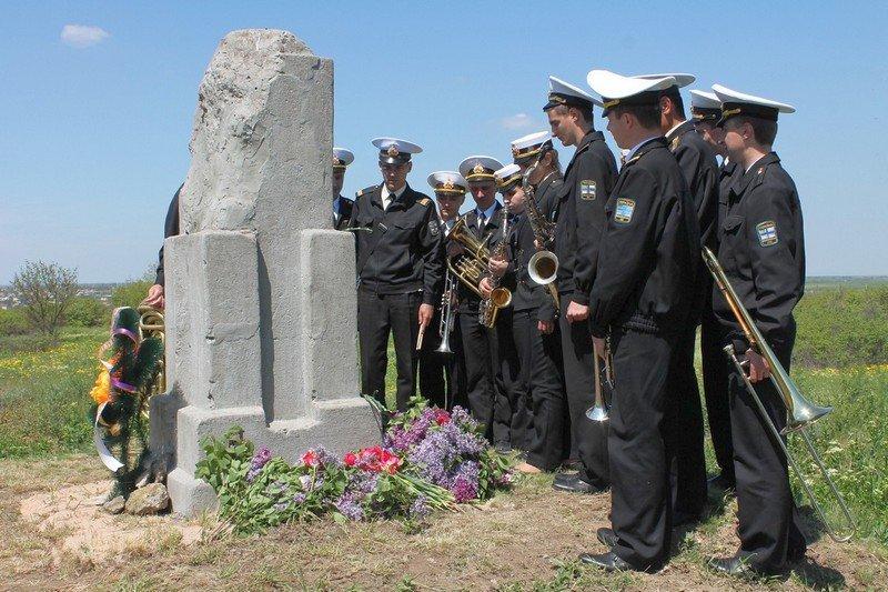 Николаевские моряки со школьниками возложили цветы к памятнику неизвестному солдату (ФОТО) (фото) - фото 2