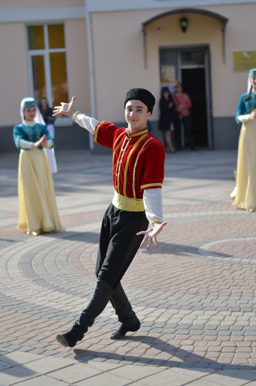 В центре Симферополя прошел бал Победы (ФОТОРЕПОРТАЖ), фото-6