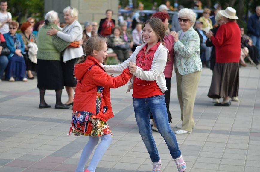 В центре Симферополя прошел бал Победы (ФОТОРЕПОРТАЖ), фото-15