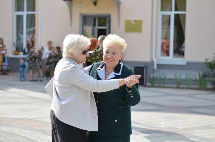 В центре Симферополя прошел бал Победы (ФОТОРЕПОРТАЖ), фото-2