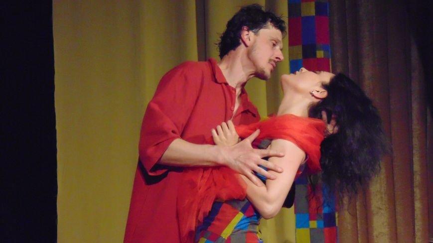 Мариупольские влюбленные подверглись такому мощному воздействию, что не могли разъять объятий (ФОТО) (фото) - фото 1
