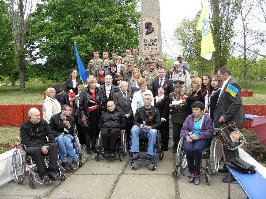 В Краматорске на Меловой горе почтили память жертв фашизма (фото) - фото 9