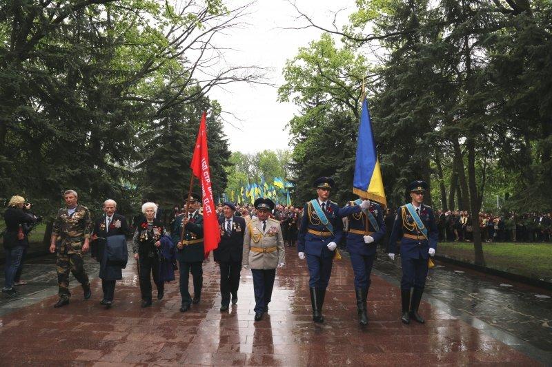 В День памяти и примирения тысячи харьковчан почтить память погибших воинов (ФОТО) (фото) - фото 1