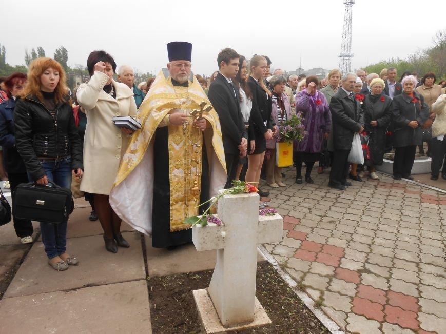 В Днепродзержинске в День Памяти и примирения почтили память погибших солдат (фото) - фото 9
