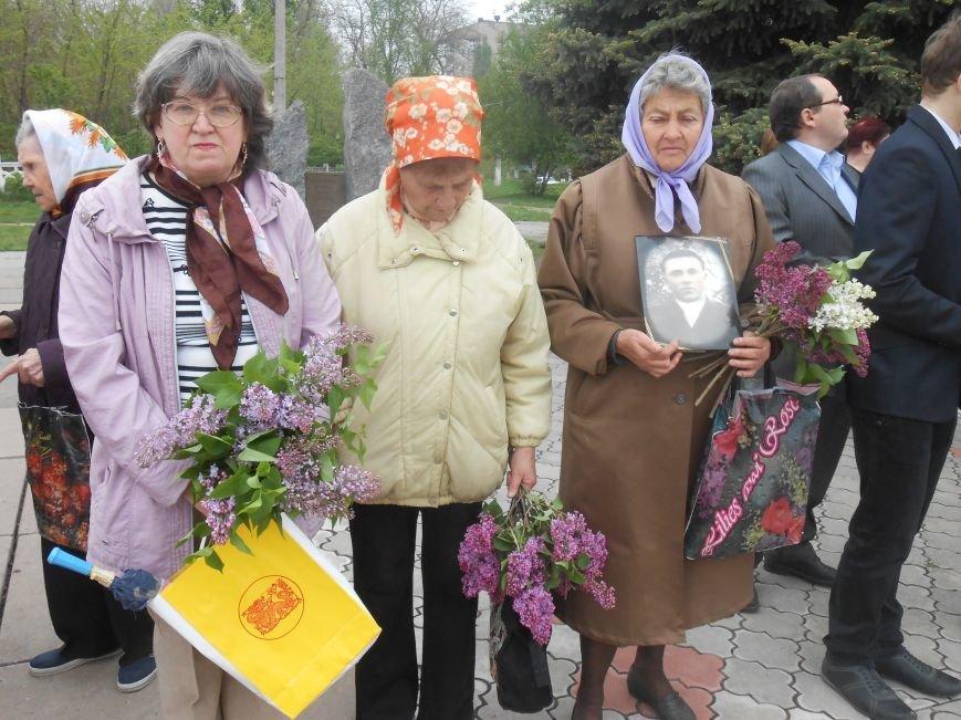 В Днепродзержинске в День Памяти и примирения почтили память погибших солдат (фото) - фото 4