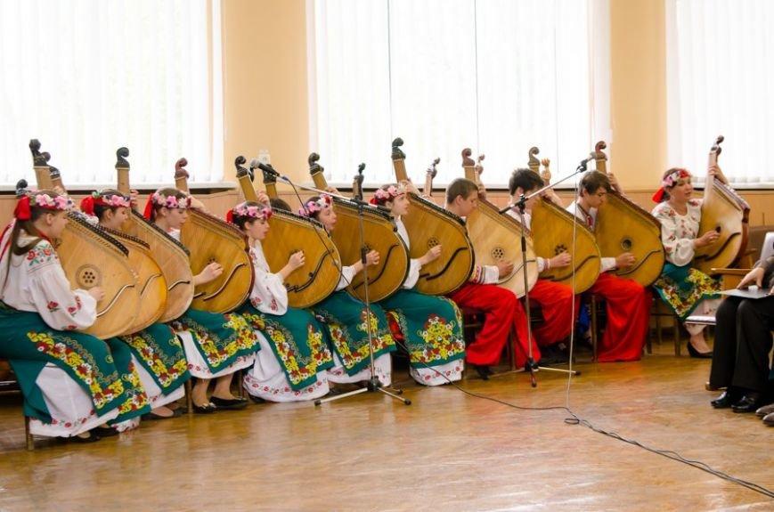 В Днепродзержинске в День Памяти и примирения почтили память погибших солдат (фото) - фото 14