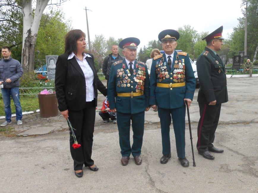 В Днепродзержинске в День Памяти и примирения почтили память погибших солдат (фото) - фото 15