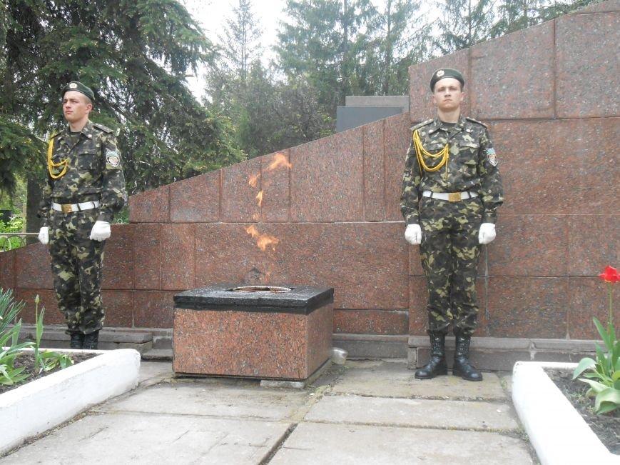 В Днепродзержинске в День Памяти и примирения почтили память погибших солдат (фото) - фото 10